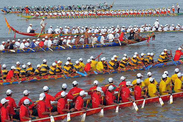 water-festival-boat-racing